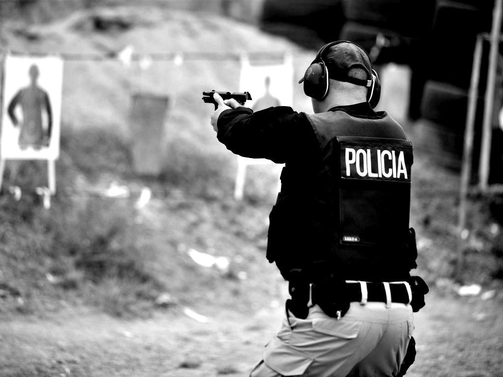 Policía entrena en campo de tiro