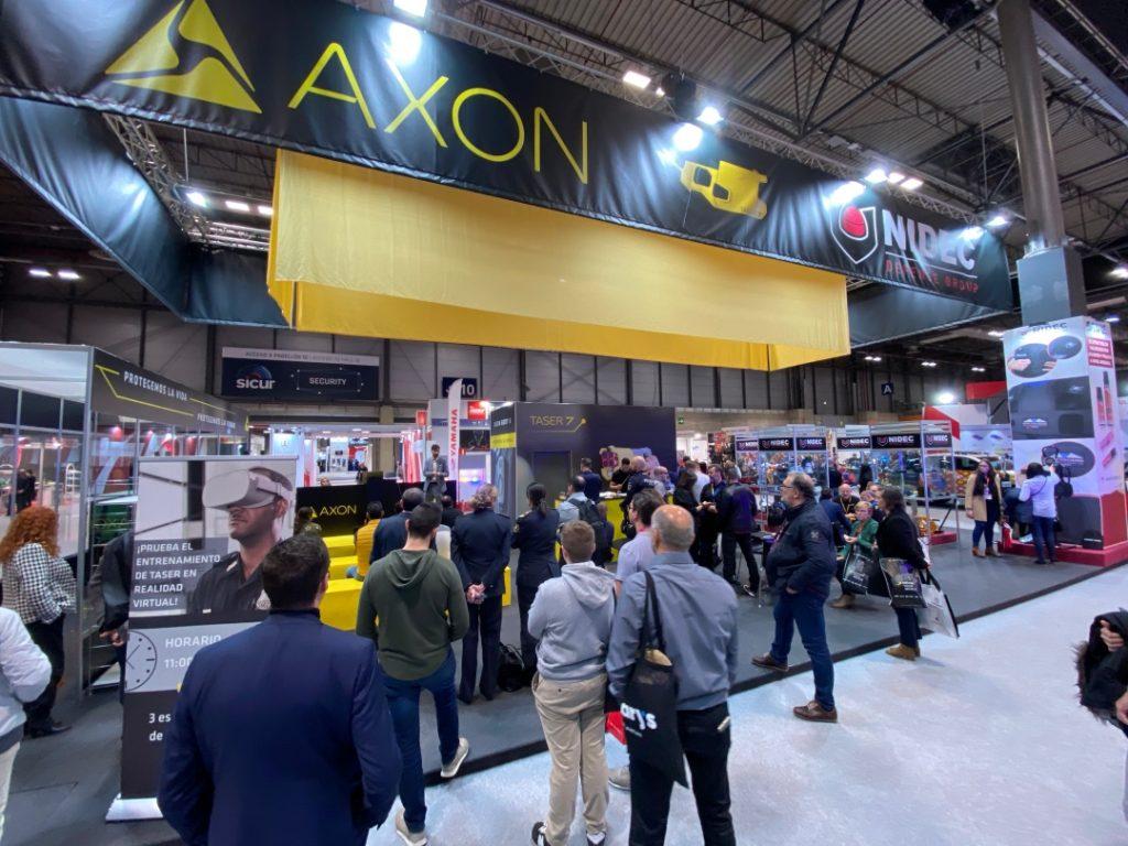 Vista panorámica del stand de Nidec en sicur junto a Axon