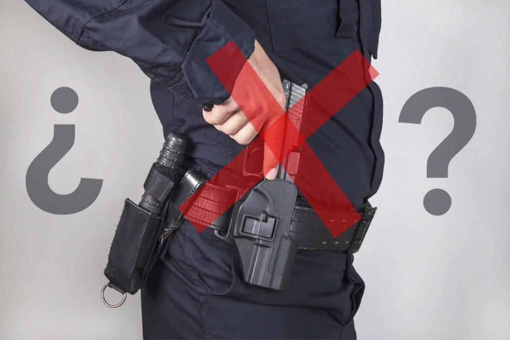Arma de fuego de policía tachada entre interrogantes