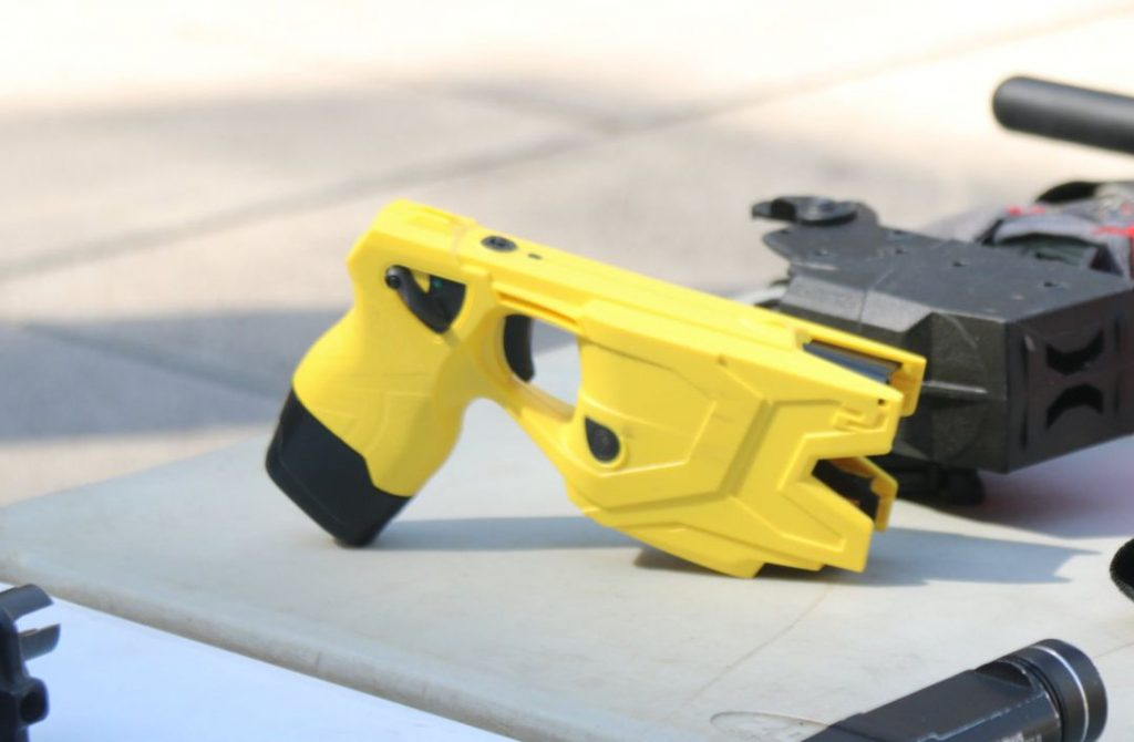 Taser modelo 7 sobre en exposición