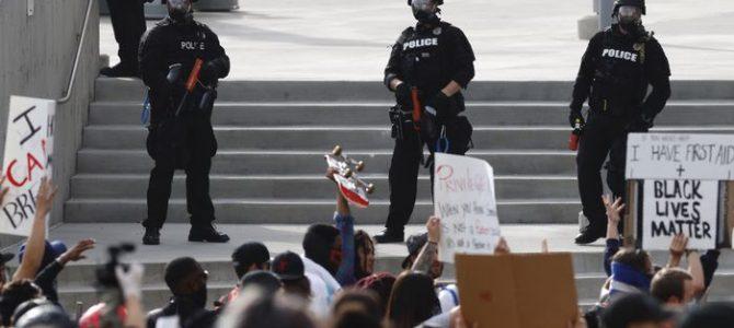 Material antidisturbios utilizado por la policía estos días en Estados Unidos