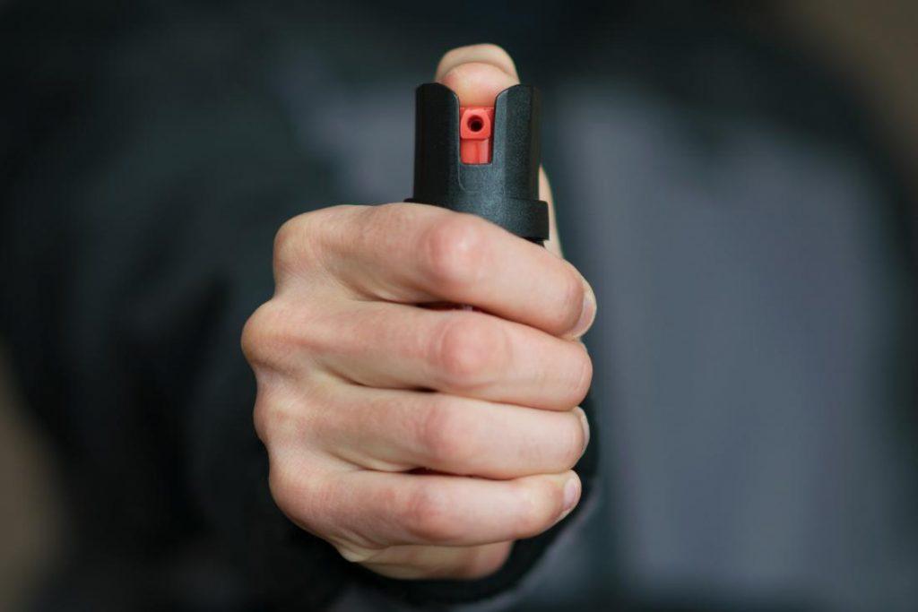 spray de defensa pimienta listo para ser utilizado