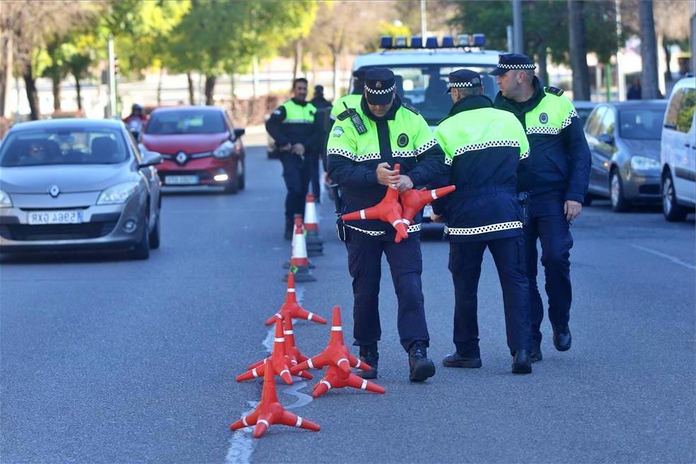 Policías Locales durante un control de tráfico