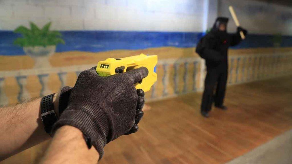 Policía entrena el uso de Taser